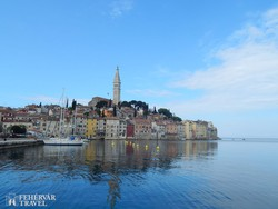 Rovinj óvárosa a kikötővel