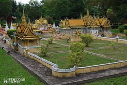 a Pnohm Penh-i királyi palota makettje a Kambodzsai Kulturális Faluban