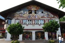 tipikus bajor festett ház Garmisch-Partenkirchenben