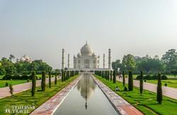 Agra: díszkert a Taj Mahal előtt