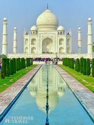 Agra – a Taj Mahal a díszkert felől