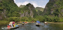 Tam Coc – csónakázás gyönyörű környezetben
