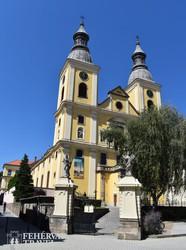 Eger – a ciszterci templom a Széchenyi utcán