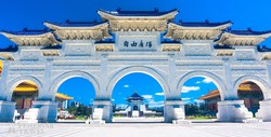a Csang Kaj-sek emlékpark bejárata Tajpejben
