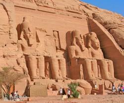 Abu Szimbel hatalmas sziklába vájt temploma