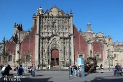 Mexikóváros katedrálisának díszes oldalsó bejárata