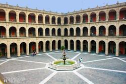 a Nemzeti Palota udvara Mexikóvárosban