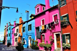 színes utcarészlet Buranóban