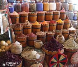 Kairó – gazdag fűszerkínálat a Khan el Khalili bazárban