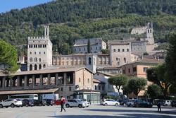 """Gubbio """"többszintes"""" óvárosa"""