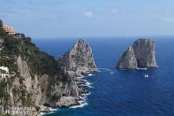 Capri szigete – a Faraglioni-sziklák