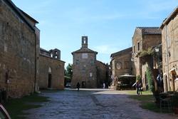 Sovana – egy középkorból itt-felejtett falu