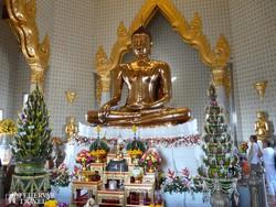 a híres arany Buddha szobor Bangkokban
