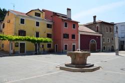 színes házak Koper óvárosában