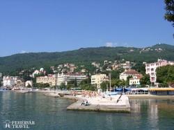 pillantás Opatijára a tengerpart felől