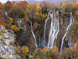 Plitvice egyik legszebb vízesése ősszel