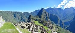 a Machu Picchu inka romvárosa, háttérben a Huayna Picchu csúcsával