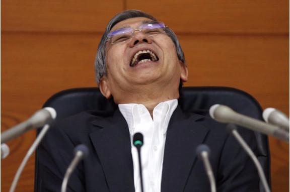 هل رئيس وزراء اليابان بصدد البء ببرنامج هيلوكبتر المال؟