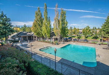 Pool and apartments in Beaverton, OR