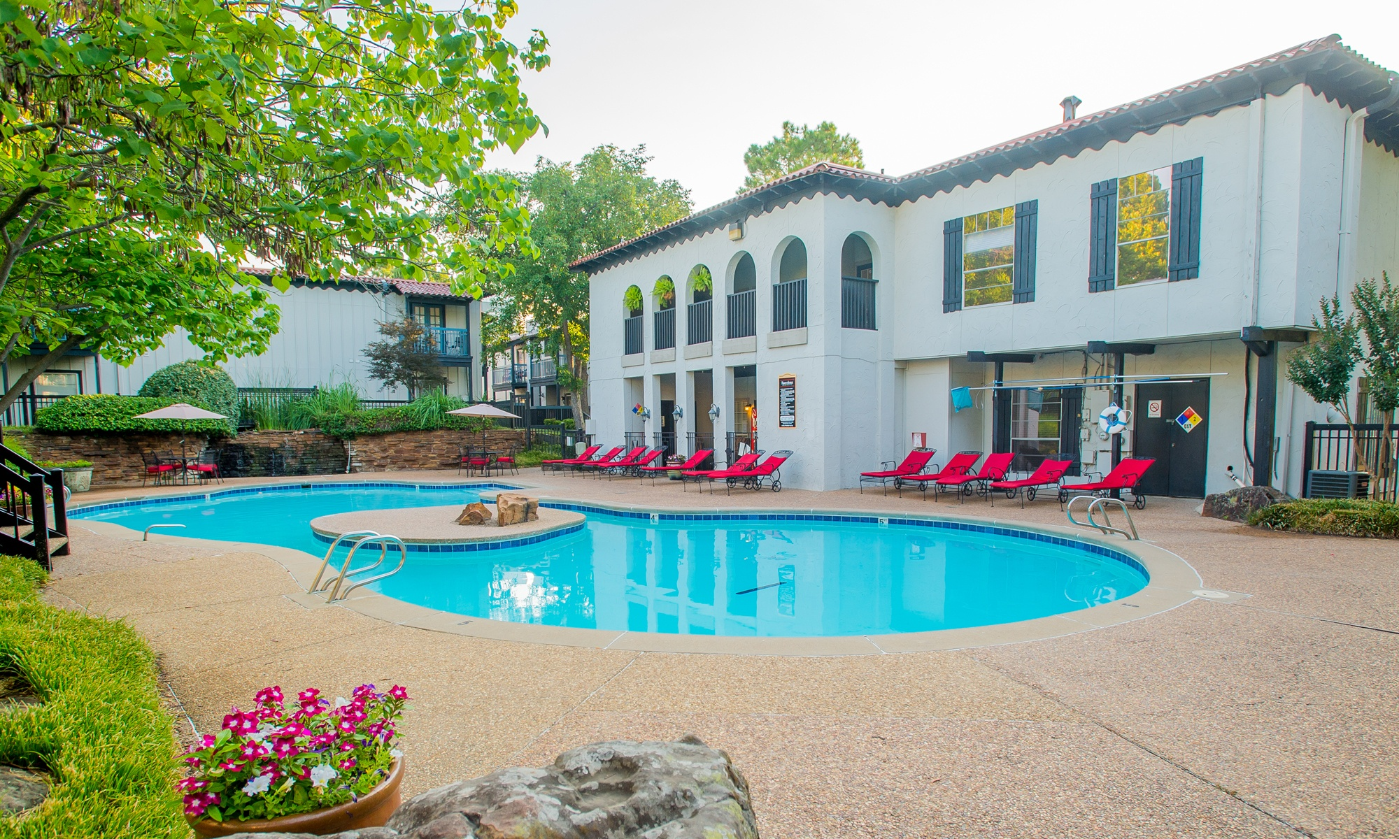 Luxury apartments in Tulsa with a large swimming pool