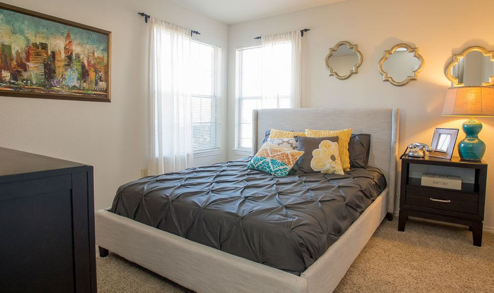 Photos of our apartments in oklahoma city ok crown One bedroom apartments in oklahoma city
