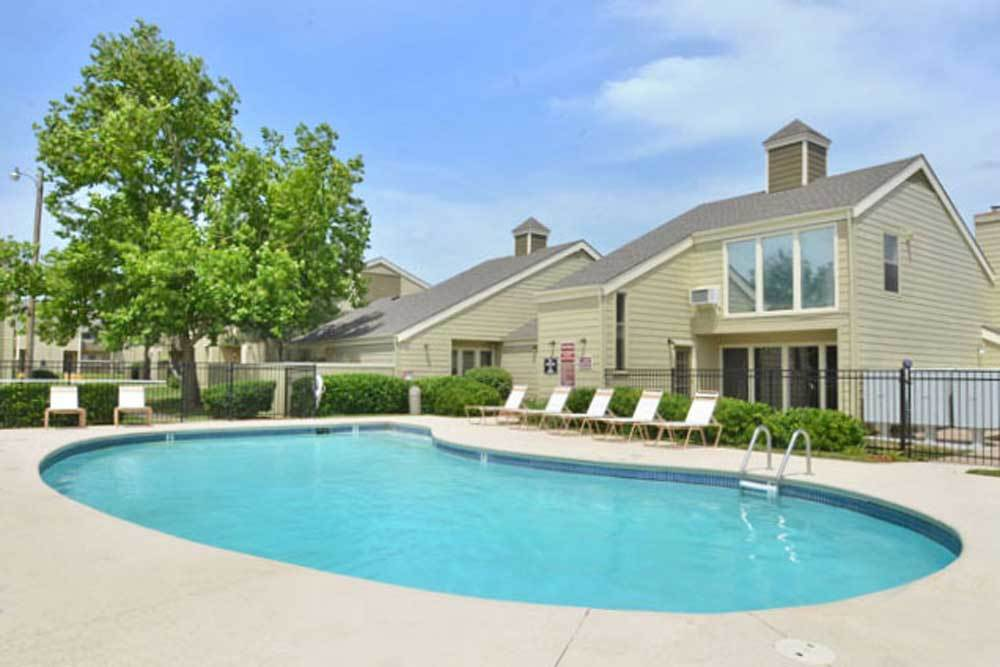 Swimming pool at Fox Run Apartments