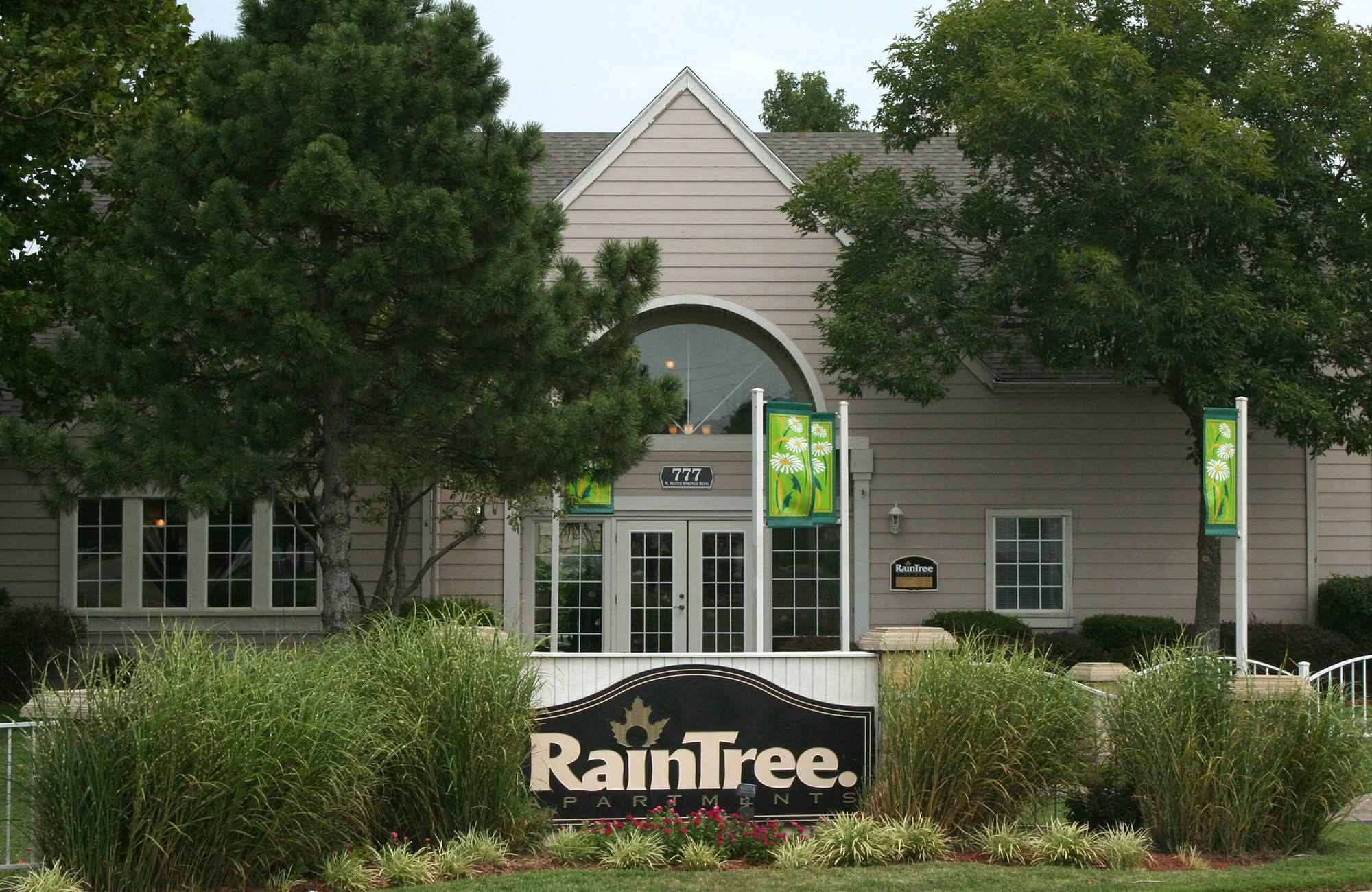 Raintree Apartments in Wichita