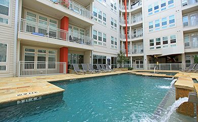 Dallas apartments offering a refreshing swimming pool