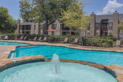 Houston apartments offering a swimming pool