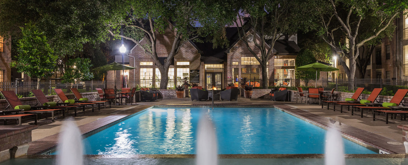 Greenbriar Apartments with pool in Houston, TX