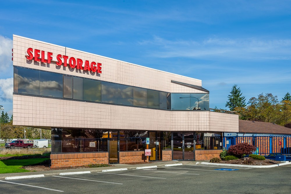 Exterior of self storage facility in Tacoma, WA