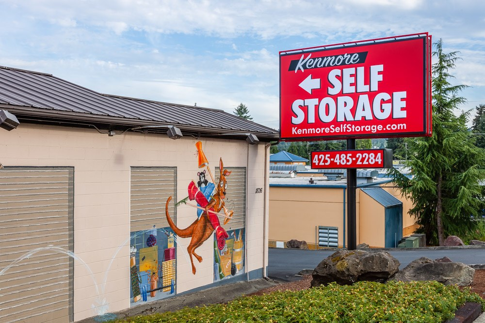 Exterior of self storage facility in Kenmore, WA