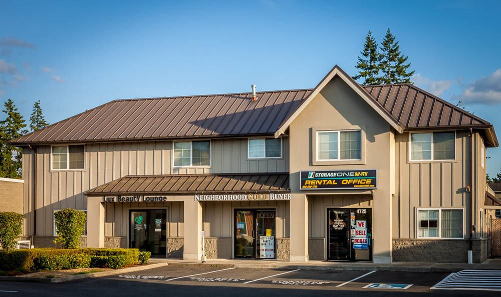 Clean exterior building at the self storage facility in Renton