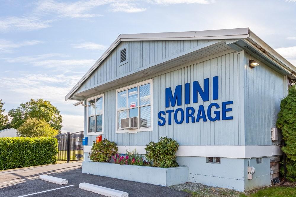 Exterior of self storage office in Burlington, WA
