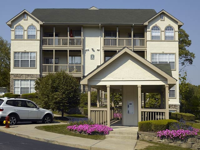 Highlands of Montour Run offers apartment homes in Coraopolis, PA.