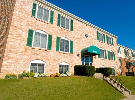 Visit the Eagle's Crest  Apartments website
