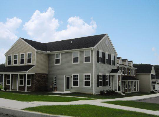 Visit The Encore at Laurel Ridge website