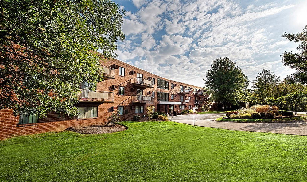 Westpointe Apartments available has Landscaping in Pittsburgh, PA