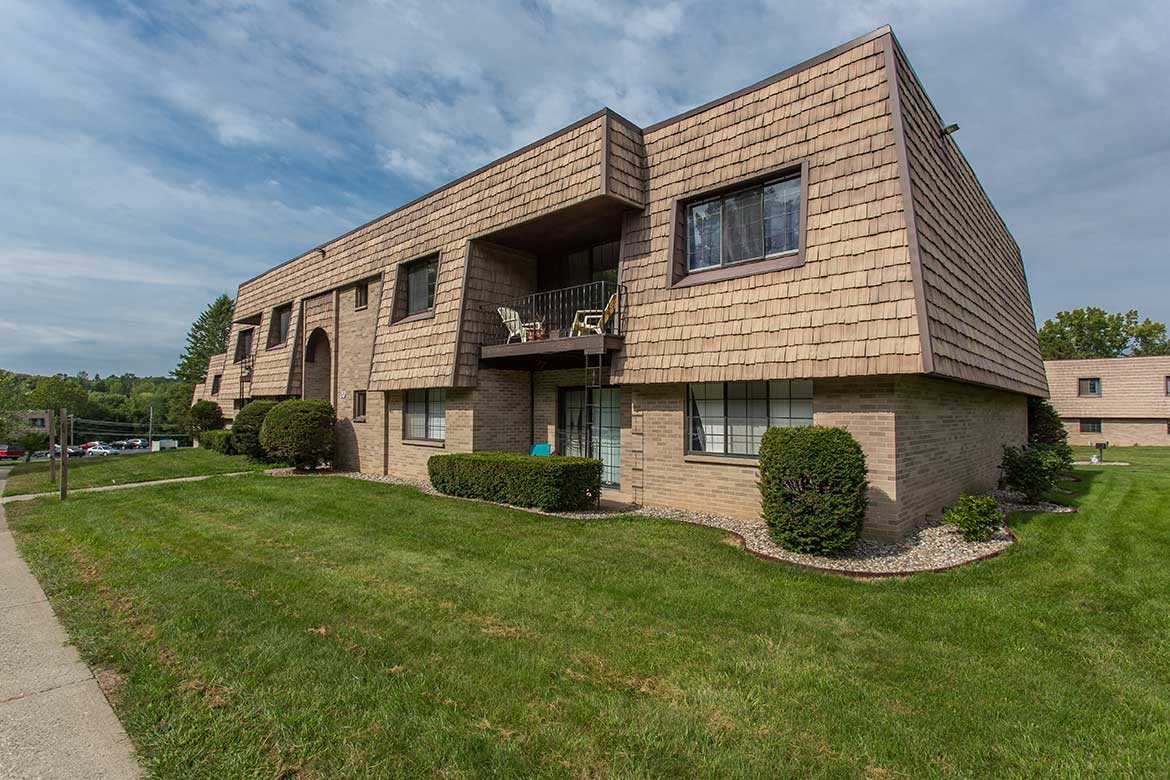 Meadowbrook Apartments is located in Slingerlands, NY.