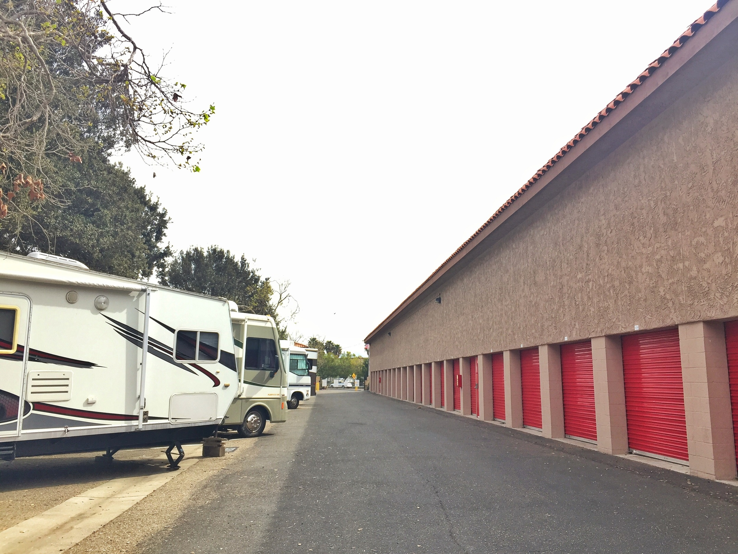 Exterior self storage units in Camarillo with drive up access