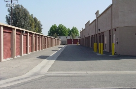 Self storage building exterior in Long Beach