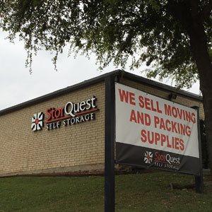 Dallas self storage facility unit exterior