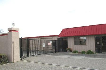 Modesto self storage facility units