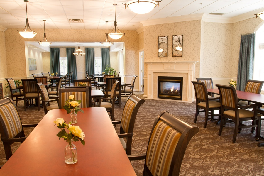 dining room at assisted living community in Mayfield Village, OH