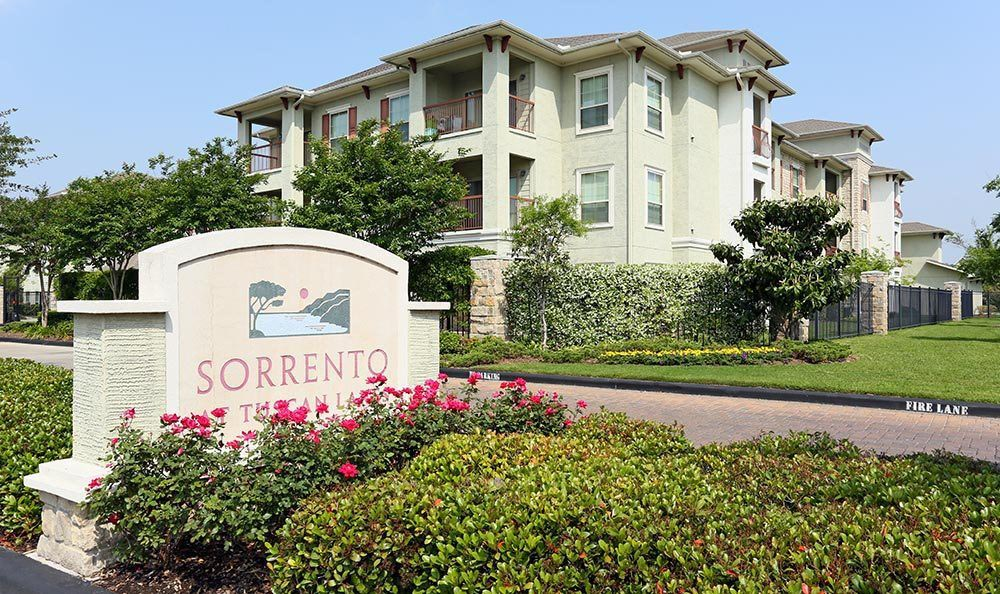 Exterior of the apartments for rent at Sorrento at Tuscan Lakes
