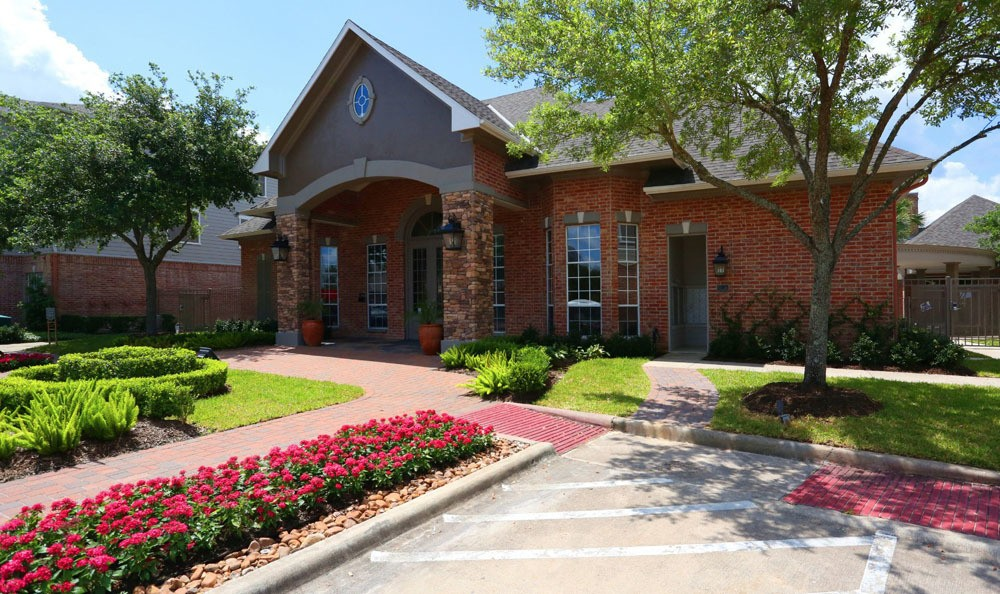 Pool clubhouse at Southwind at Silverlake Apartments in Pearland, TX