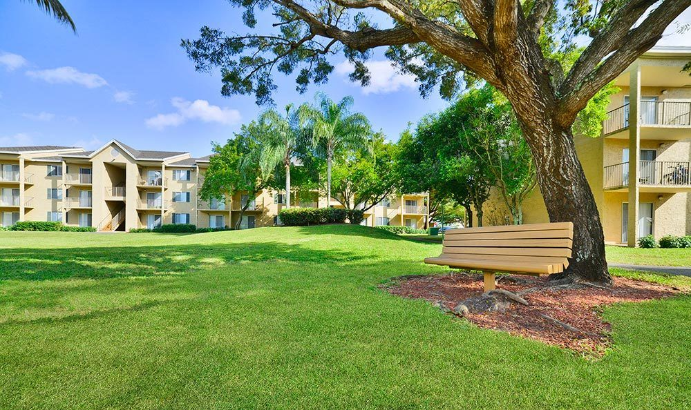 Well manicured grounds at Palmetto Place Apartments in Miami.