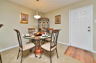 Dining room at apartments for rent at Palmetto Place Apartments.