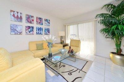 Living room at apartments for rent at Marina del Mar.