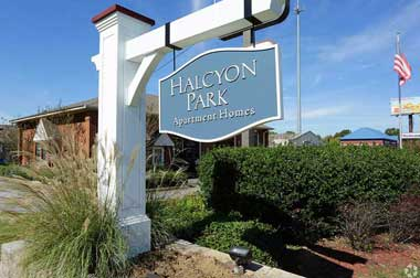 Halcyon Park Apartments in Montgomery front entrance